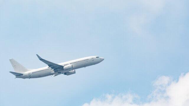 航空機リースの仕組みを解説!節税におけるメリットとリスクの比較